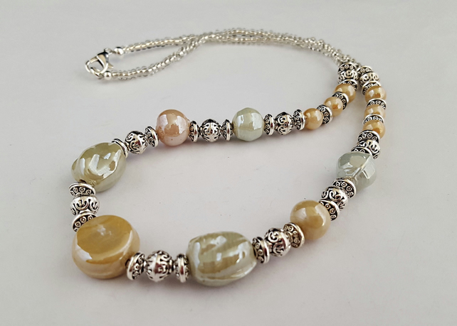 Pale green and beige lustre glass bead necklace - 1002387