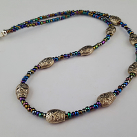 Iris lustre seed bead necklace with silver skulls - 1002462