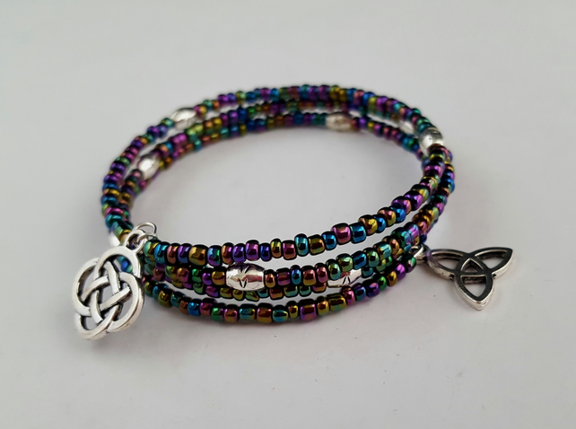Seed bead bracelet with Celtic charms - 2001391C