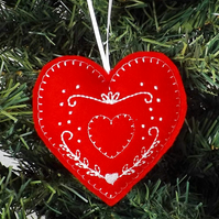 SALE: Embroidered heart decoration, felt.