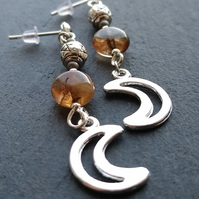 Moon and pentagram earrings in amber