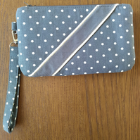 Double clutch wristlet bag