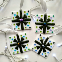 Set of 4 fused glass Christmas presents, green