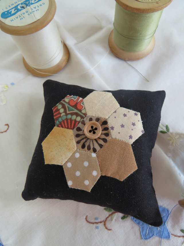 Little Hexi black pin cushion