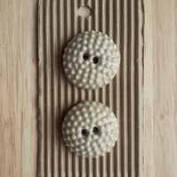 Set of 2 cream buttons