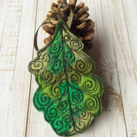 Embroidered oak leaf home decoration