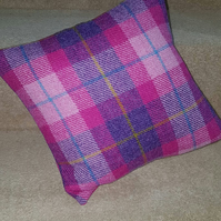 Harris Tweed, cushion cover, 32x32cm in bubblegum pink check.