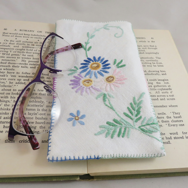 Glasses case from vintage linen blue and pink daisies