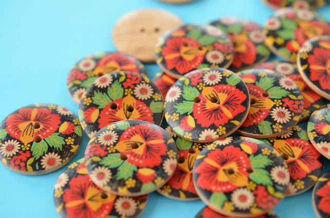 30mm Wooden Red Black Green Russian Floral Design 6pk Large Button (RLG6)