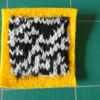 Rule 30 brooch - yellow, square, needle felted.
