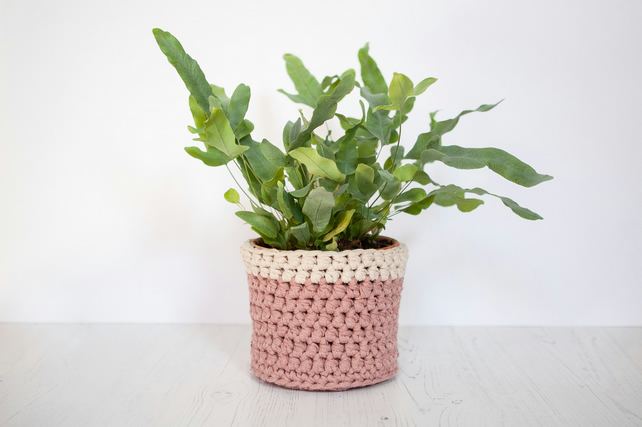 Medium plant pot cover in pink & cream. Made from recycled cotton.