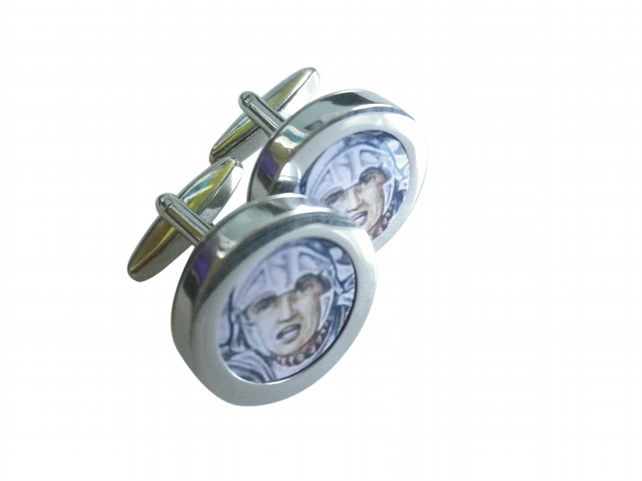 Sir Lancelot Supreme Army Commander cuff links, great portrayal of the period..
