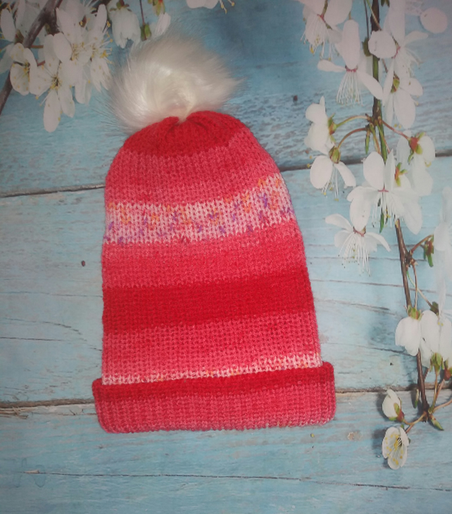 Ladies bobble hat with a fluffy pom pom