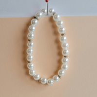 White pearl beads with gold highlights bracelet