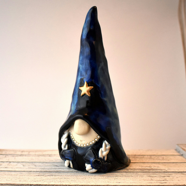 A376 - Ceramic Stoneware Witch (UK postage included)