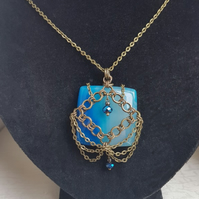 Gorgeous Blue Agate Chainmaille Pendant Necklace - Dark tones
