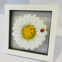 Fused glass daisy picture.