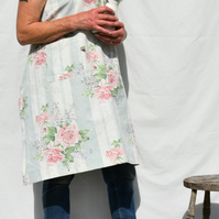Apron crossover back roses print