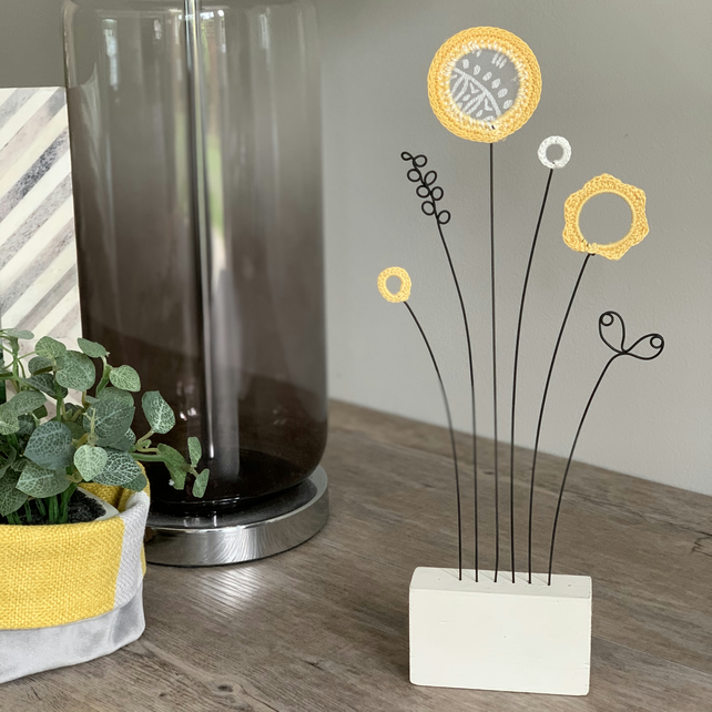 Letterbox Wire Crochet Flowers - Sunshine in white block