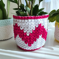 White & Raspberry Zig Zag Crochet Storage Basket - Plant Pot Cover - Medium 18cm