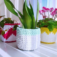 White, Grey & Green Crocheted Storage Basket - Plant Pot Cover - Medium (16cm)
