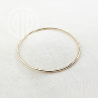 Smooth solid 2mm recycled 9ct gold bangle