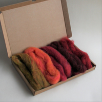 "Carded Corriedale wool slivers selection - ""red"" letterbox pack"