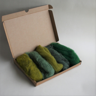 "Carded Corriedale wool slivers selection - ""green"" letterbox pack"