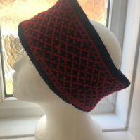 Black and red cowl