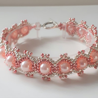 Pretty Pink Ombre beaded bracelet with pearls