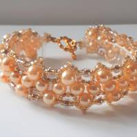 Pretty pale gold pearl Zig Zag beaded bracelet