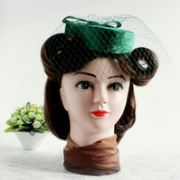 'Greta' 1940s style Percher Pillbox Hat in Green Velvet