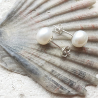 8-9mm Classic White Freshwater Pearl Stud Earrings with Sterling Silver