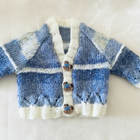 Hand knitted Baby boys Cardigan in a blue and creamy yellow yarn 0-3 Months