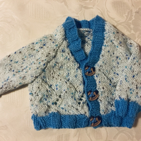 Hand knitted Baby boys Cardigan in a white and blue yarn 0-3 Months
