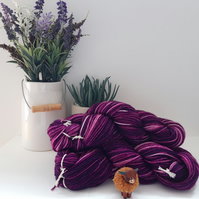 Dip dyed Purple hand dyed wool, 100g.
