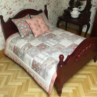 Doll's house quilt with three cushions