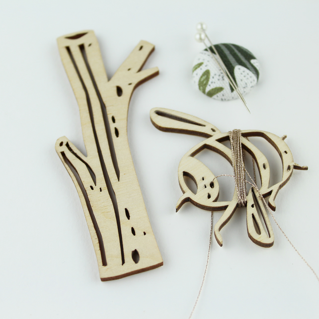 Bee and tree thread holder set
