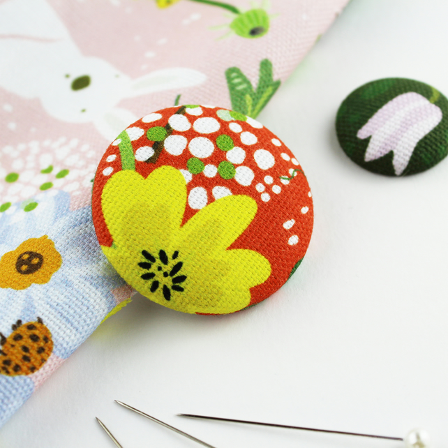 Large Buttercup Needle Minder