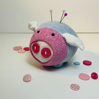 Sparkle Pig Pin Cushion