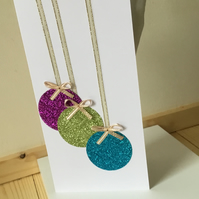 Glittery Christmas bauble card CC281