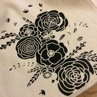 Black flowers tote bag. CC368