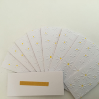 Pack of 10 daisy gift tags. CC403
