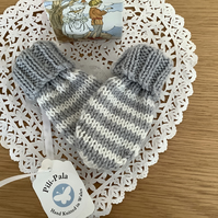 Hand Knitted Baby Mittens age 0-6 months