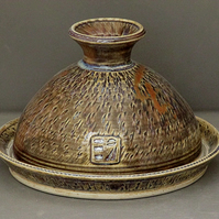 Pottery butter dish  9858 stoneware h91 x 143mm 499g