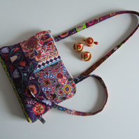 Handbag or shoulder bag in a Folk art fabric with chunky zip closure.
