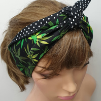 Reversible retro women black dotted headband.