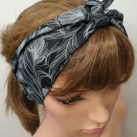 Black feather women tie up rockabilly head scarf.