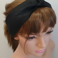 Black rockabilly tie up women headband.