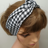 Black and white gingham print women headband.